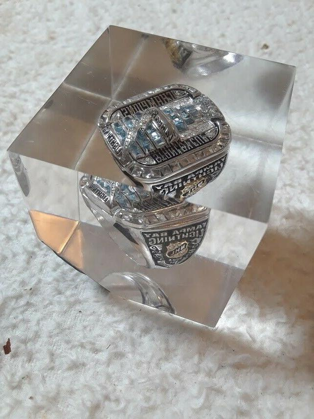 NEW TAMPA NHL 2004 STANLEY CUP RING INSIDE LUCITE CUBE